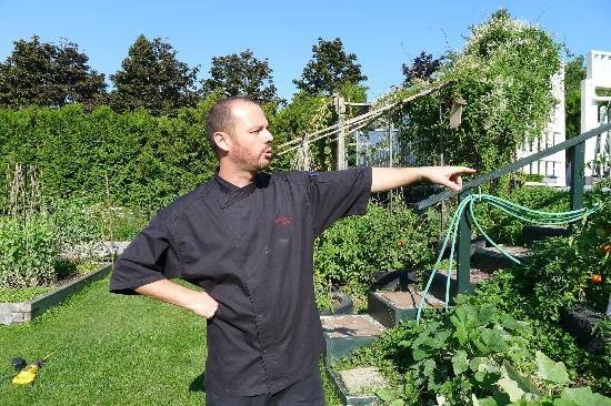 Kingsbrae Arms: Chef Guillame in the garden