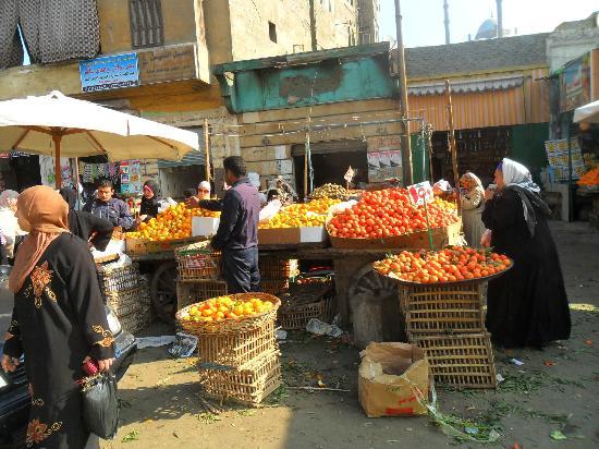 Mosque of Ibn Tulun: il mercato antistante la moschea