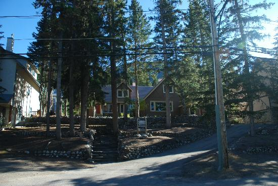 A Banff Boutique Inn - Pension Tannenhof: Front view of the Inn