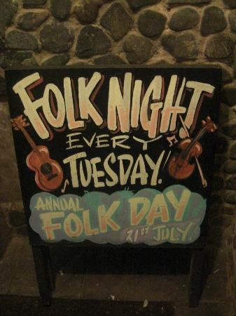 Cadgwith Cove Inn: Local music