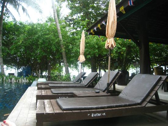 Chaweng Garden Beach Resort: sunbeds