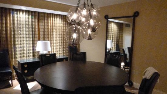 Hilton Omaha: soggiorno /pranzo