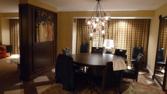 Hilton Omaha: Sala soggiorno