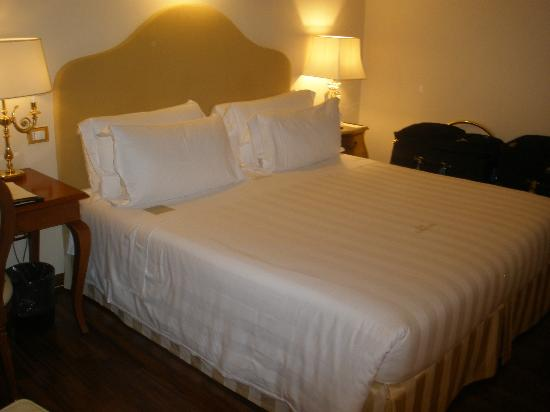 Golden Tower Hotel & Spa: Very Comfy Bed