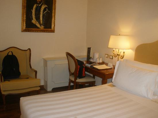 Golden Tower Hotel & Spa: Bedroom