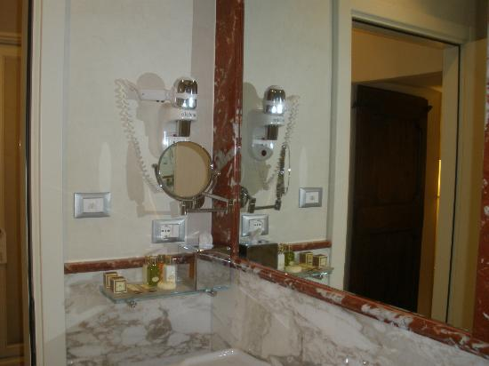 Golden Tower Hotel & Spa: Bathroom- VERY heavy hairdryer (the only negative comment I can come up with)