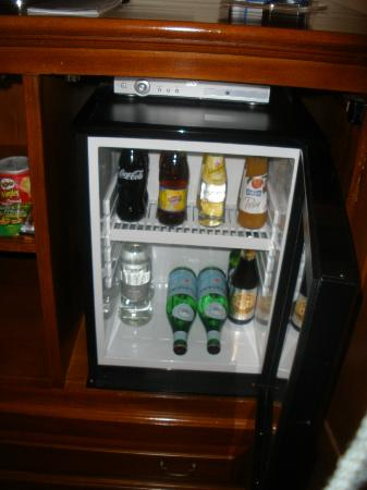 Golden Tower Hotel & Spa: Free Mini Bar