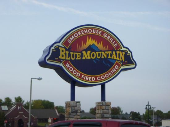 Blue Mountain Smokehouse Grille: insegna