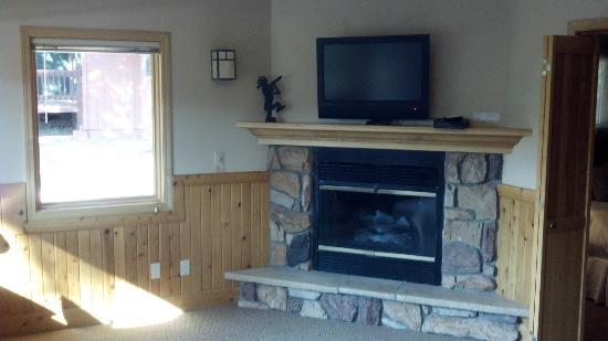 Mount Shasta Resort: Chalet 140 Gas Fireplace