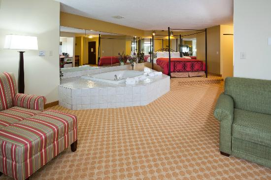 Country Inn & Suites By Carlson, Coon Rapids: Romance suite
