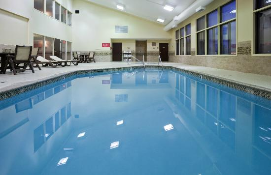 Country Inn & Suites By Carlson, Coon Rapids : Pool and Spa