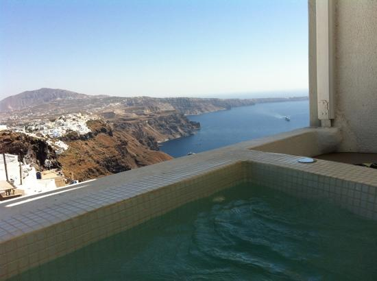 Senses Boutique Hotel: the jacuzzi on the balcony