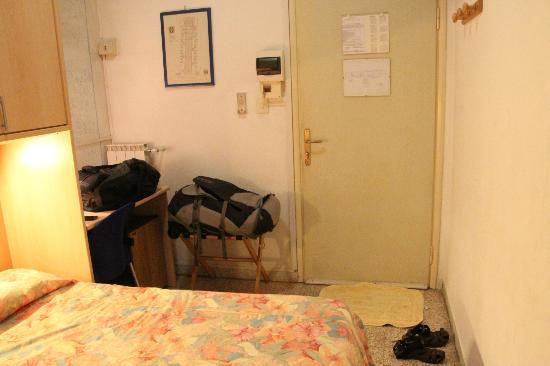 Hotel La Torre: Small size room