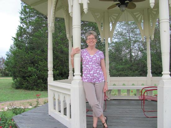 Wellspring Retreat and Bed & Breakfast: Pamela at Wellspring Retreat B&B's Gazebo