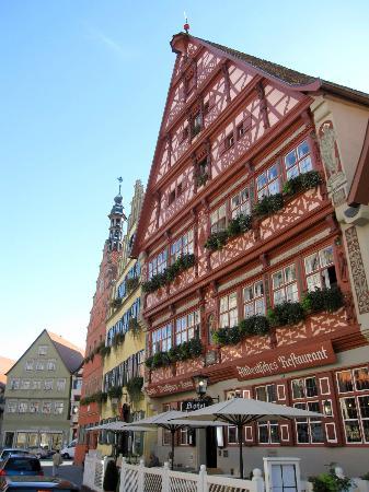 Deutsches Haus: Front view of the htoel
