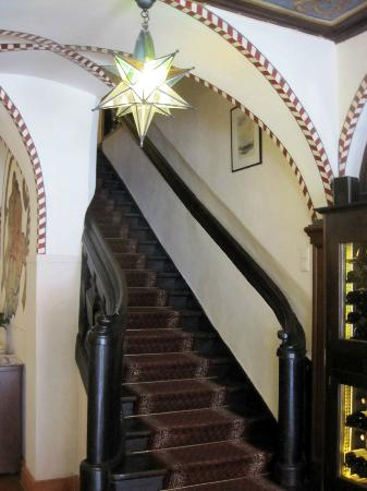 Deutsches Haus: Stairway in the lobby