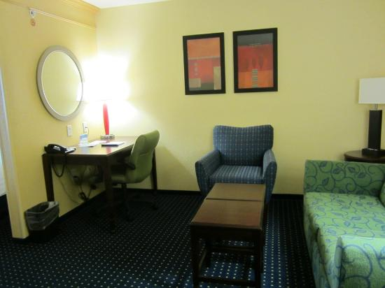SpringHill Suites Medford: Living room