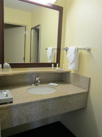 SpringHill Suites Medford: Vanity