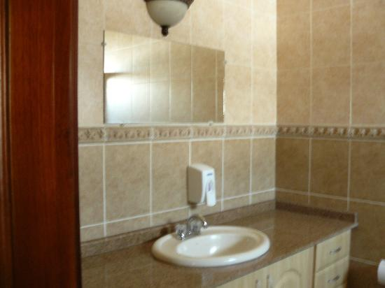 Hotel Plaza Alicante: bathroom, large shower not shown