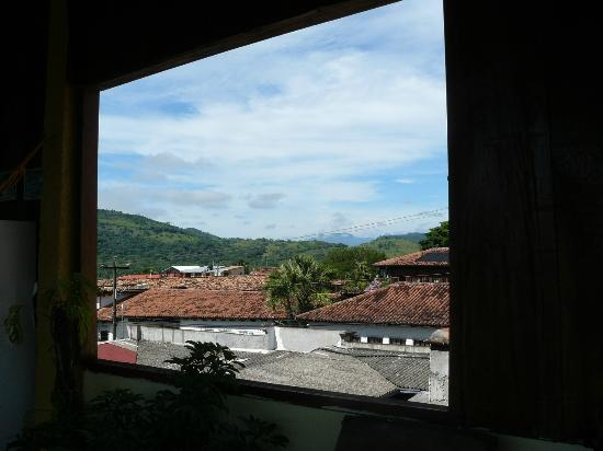 La Posada de Belssy: nice view of the mountains