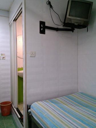 Yan Yan Guest House: Double room; bathroom