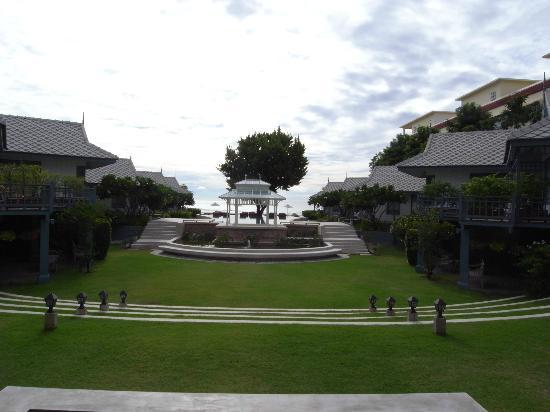 Devasom Hua Hin Resort: フロントから眺める