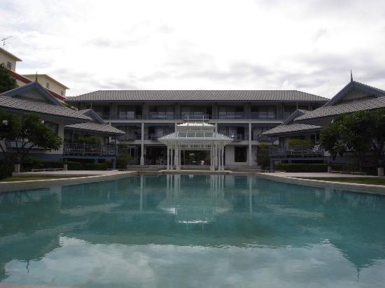 Devasom Hua Hin Resort: ビーチから眺める