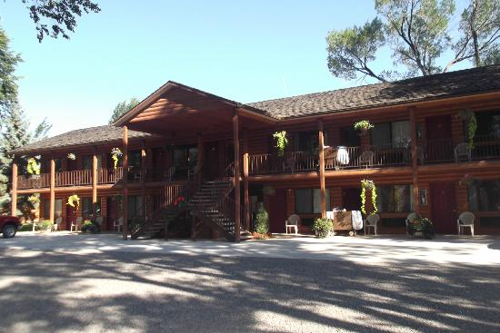 General store picture of austin 39 s chuckwagon lodge and for Torrey utah lodging cabins