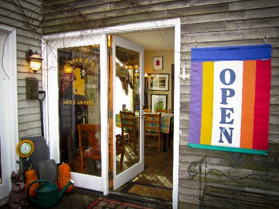 Mama D's Cafe Mercantile: Welcome