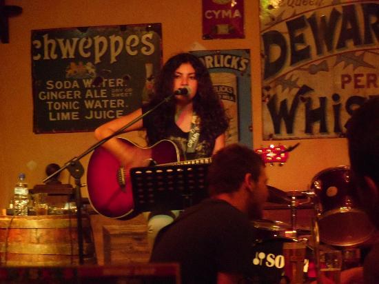 Fat Harry's Pub: La cantante rock acoust della domenica sera