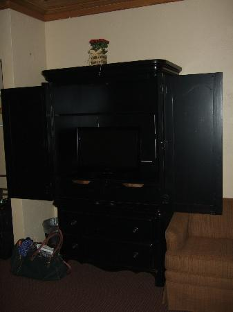The Village Inns Of Blowing Rock: The Ridgeway Inn: TV Cabinet