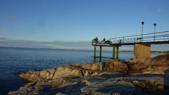 Motel Lac-Saint-Jean: le ponton sur le lac