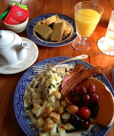 Twin Gables Inn: Delicious breakfast