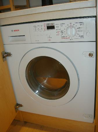 DestinationBCN Apartments & Rooms: modern washer and dryer combo unit