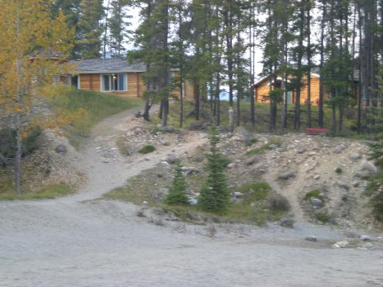 Jasper House Bungalows: View of the Cabins from the beach/river