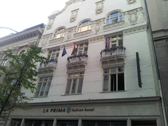 ‪‪La Prima Fashion Hotel‬: Front of hotel‬