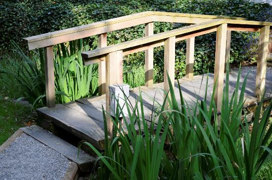 South Garden Bed and Breakfast: Small bridge