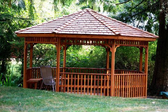 South Garden Bed and Breakfast: Gazebo