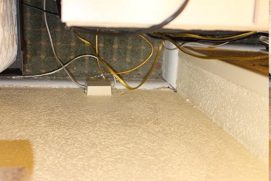 Days Inn Ocean City Oceanfront: behind the night stand, a penny and mouse pooh... tons of dust
