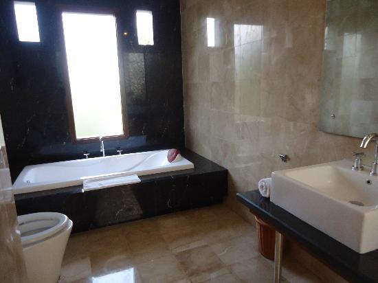 Abi Bali Resort & Villa: Bathroom