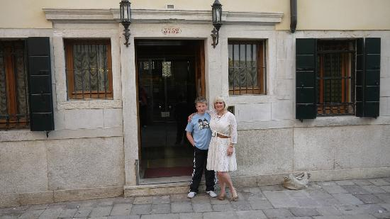 Hotel Ca' Fortuny: outside like all venitian hotels but inside fab and location perfect