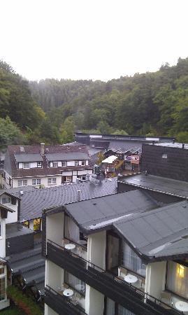 Zugbrücke Grenzau: Blick übers Hotel