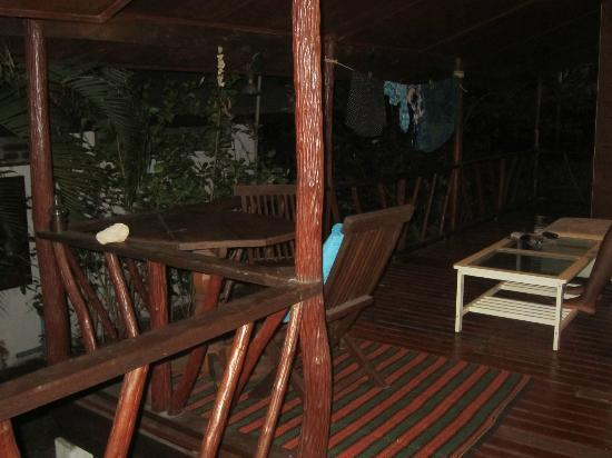 Bang Po Village: terrasse avec sofa