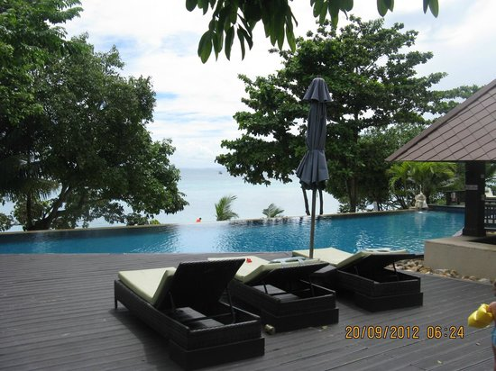 Holiday Inn Resort Phi Phi Island: infinity pool ( next to coral bungalows)