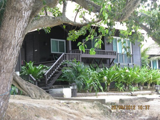 Holiday Inn Resort Phi Phi Island: coral bungalows (much better looking both outside and inside then the regular beach and garden r