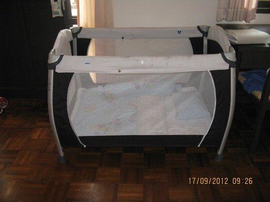 Holiday Inn Resort Phi Phi Island: dirty crib....