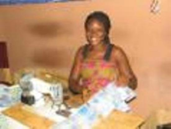 Accra Urban Adventures : Interact with the local seamstress