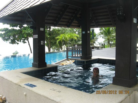 Holiday Inn Resort Phi Phi Island: jacuzzi in infinity pool (doesn't work for some reason)