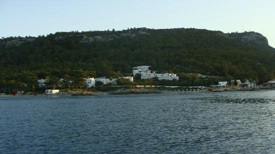 Club Med Kemer: Widok na hotel z zatoki