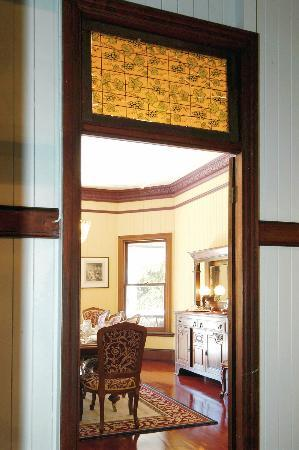 Wiss House Bed and Breakfast: Beautiful dining room where dinner and breakfast is served
